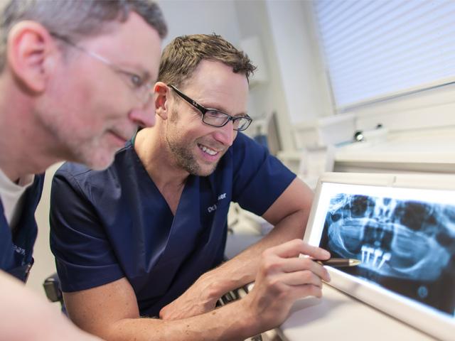 Röntenaufnahme in der Zahnarztpraxis - Mit Dr. Pehrson & Herr Steinker
